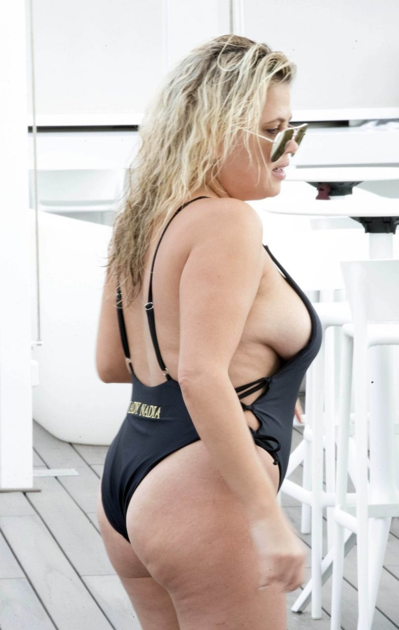 Lady Nadia Essex Hot (37 Photos)