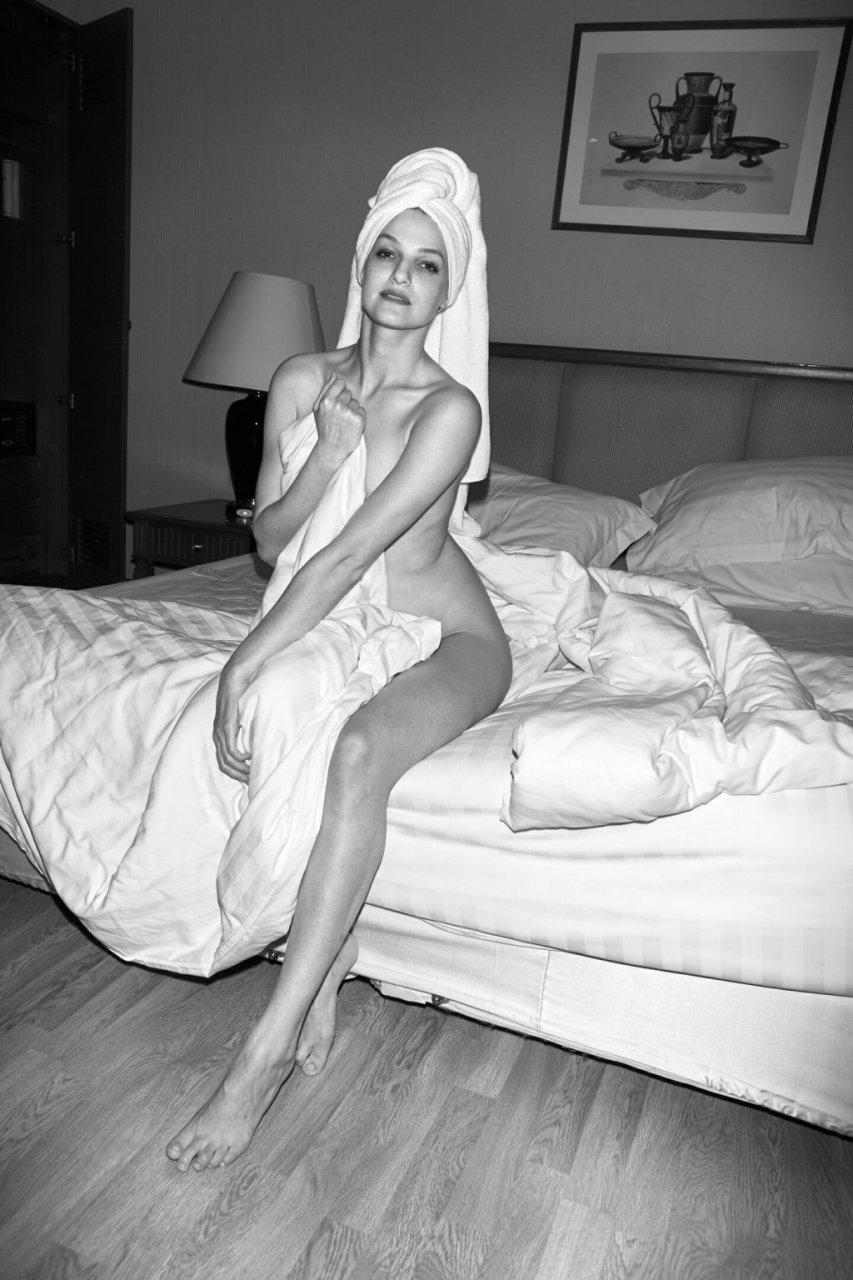 Liana Klevtsova Nude & Sexy (8 Photos)