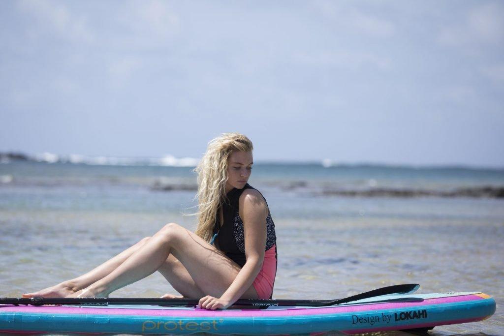 Lucie Donlan Hot (12 Photos)