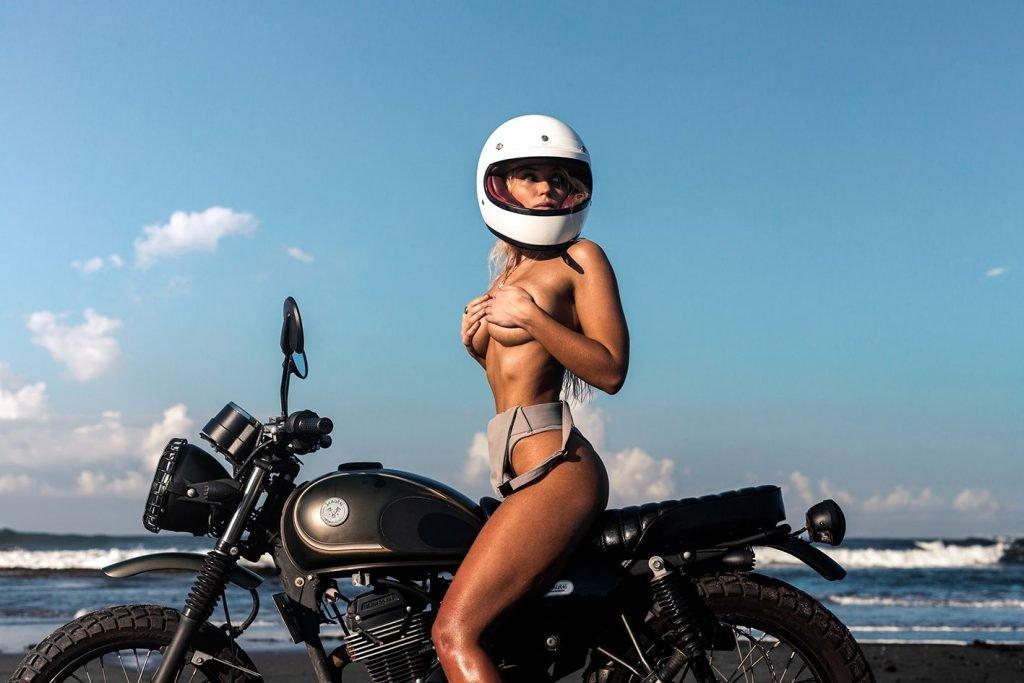 Lucie Donlan Sexy & Topless (30 Photos)