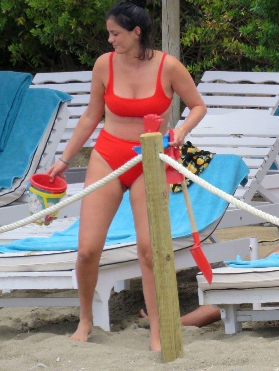 Macarena Rodriguez Sexy (17 Photos)
