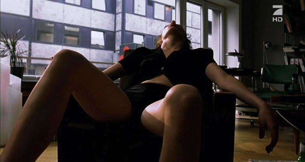 Maren Eggert Nude – Das Experiment (6 Pics + GIF & Video)