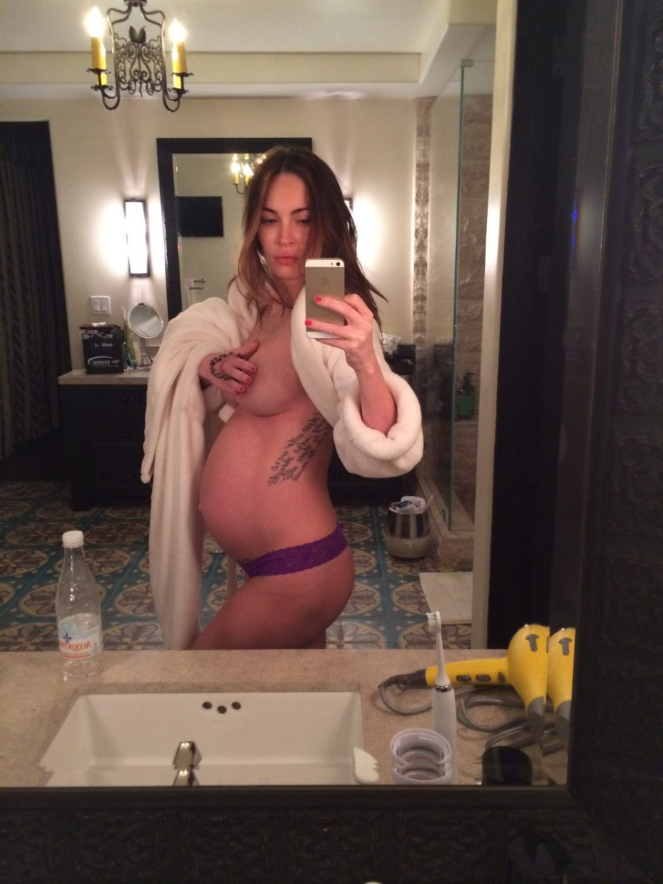 Megan Fox Nude & Sexy Leaked Fappening (4 New Photos)