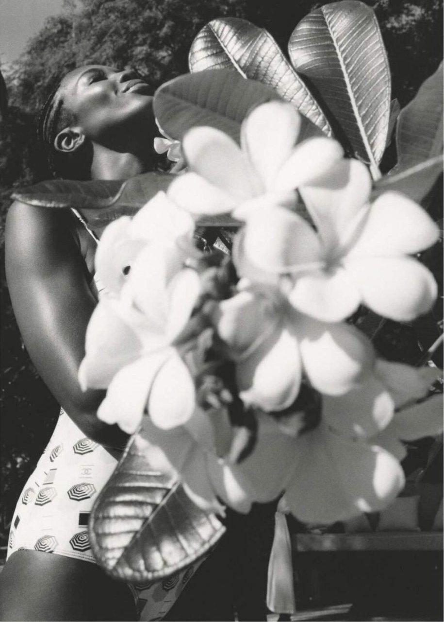 Naomi Campbell Nude & Sexy (10 Photos)