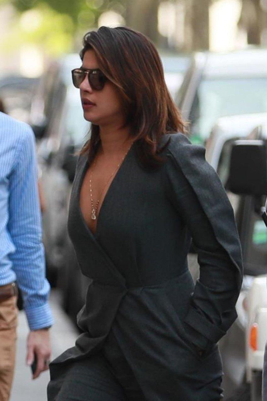 Priyanka Chopra Sexy (14 Photos)
