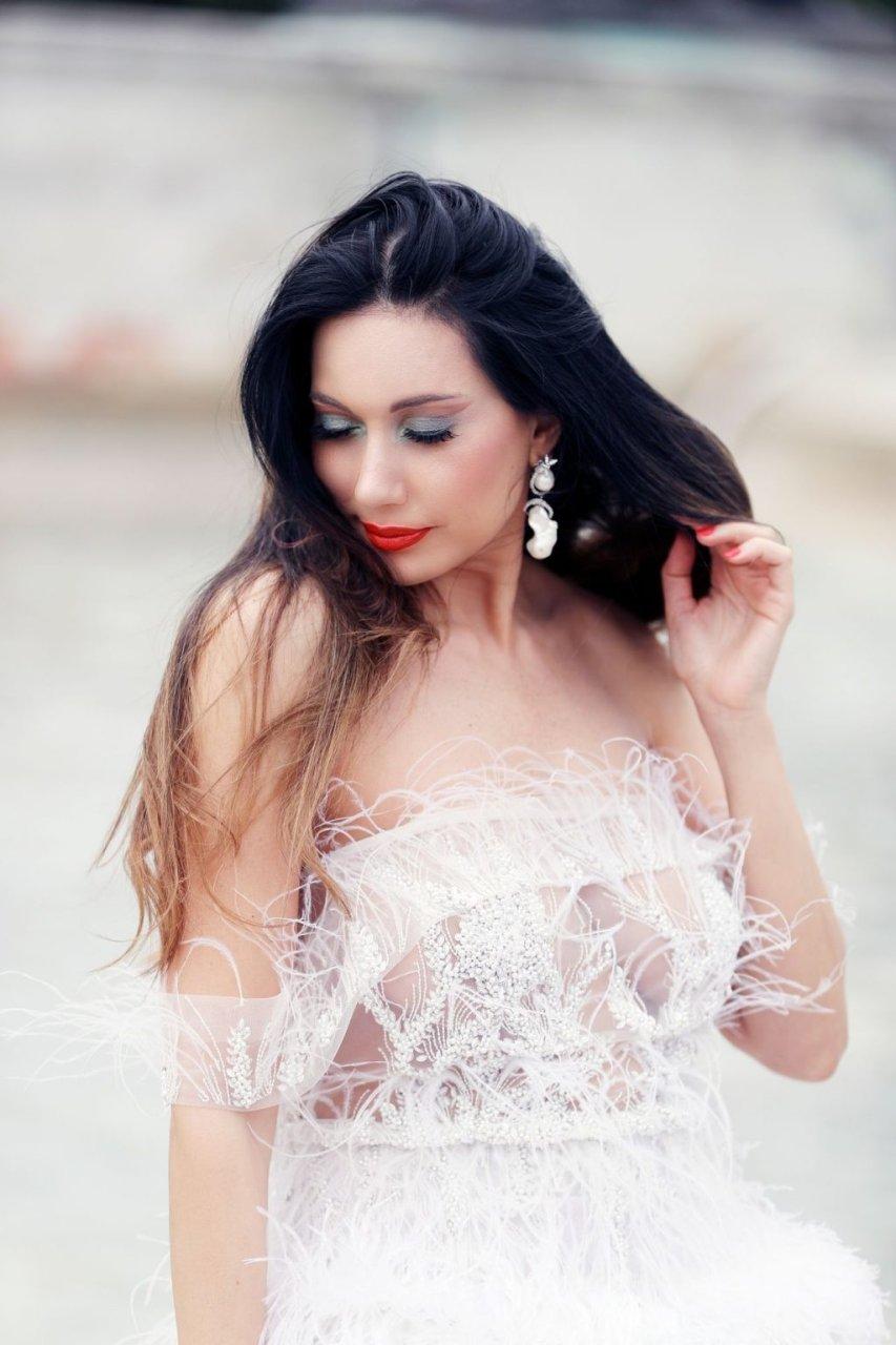 Reine Sabty Sexy (8 Photos + Video)