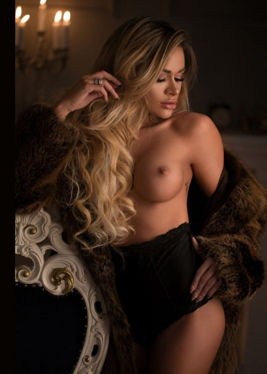Rellys Tonu Nude (8 Photos)