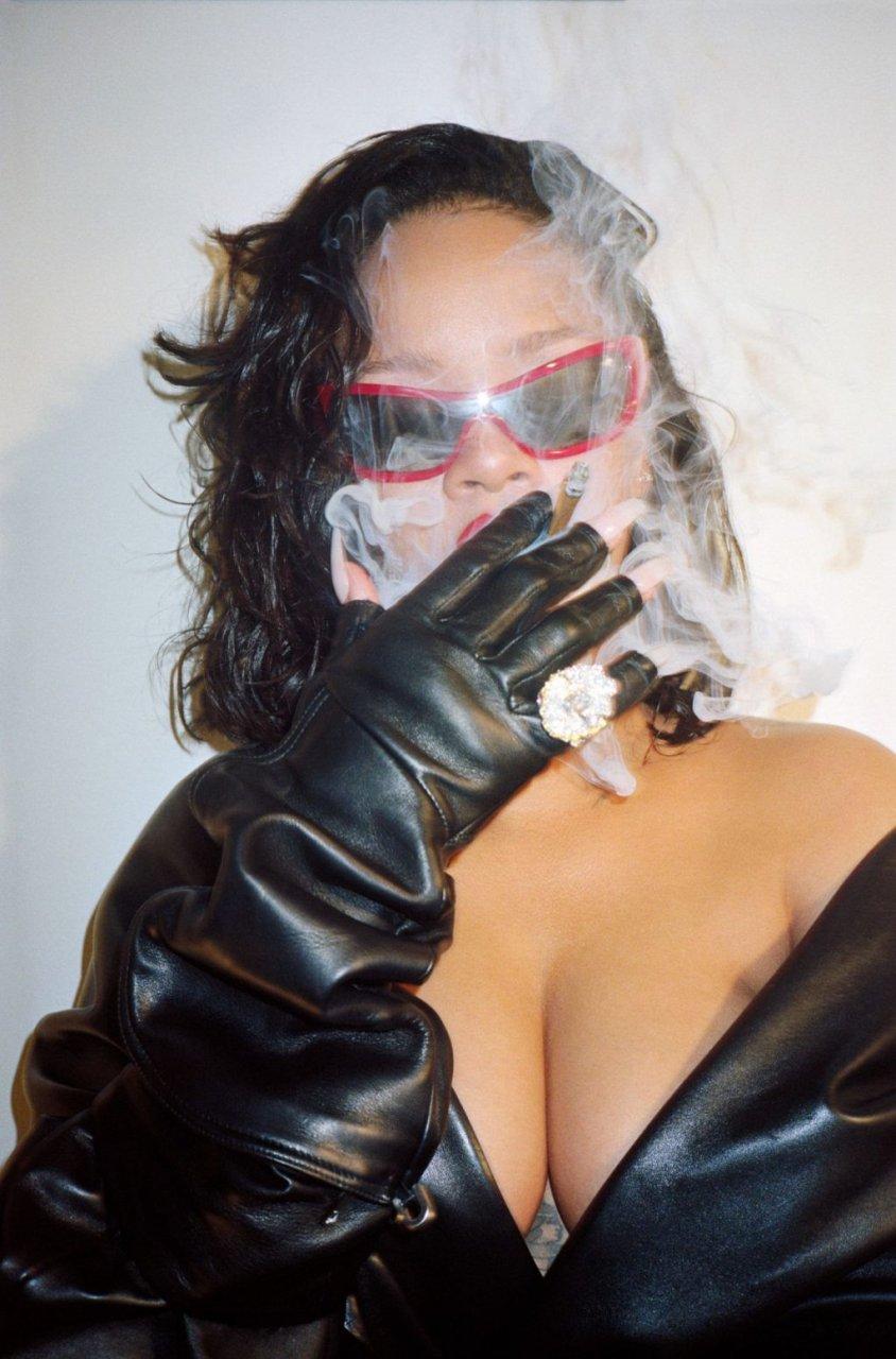 Rihanna Sexy (12 New Photos)