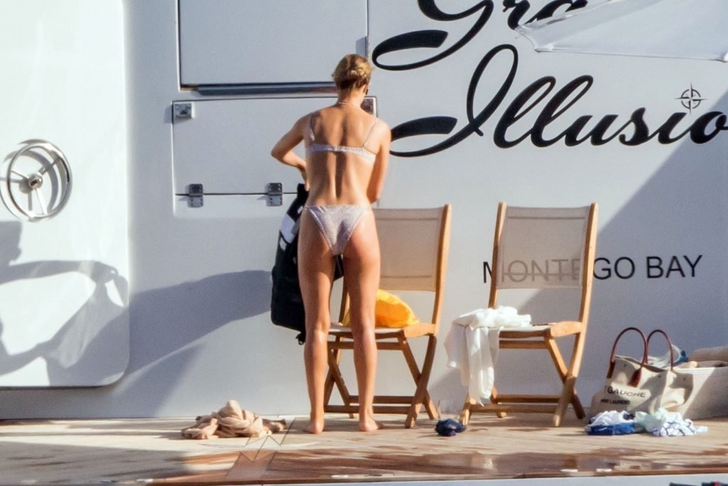 Rosie Huntington-Whiteley Hot (8 Photos)