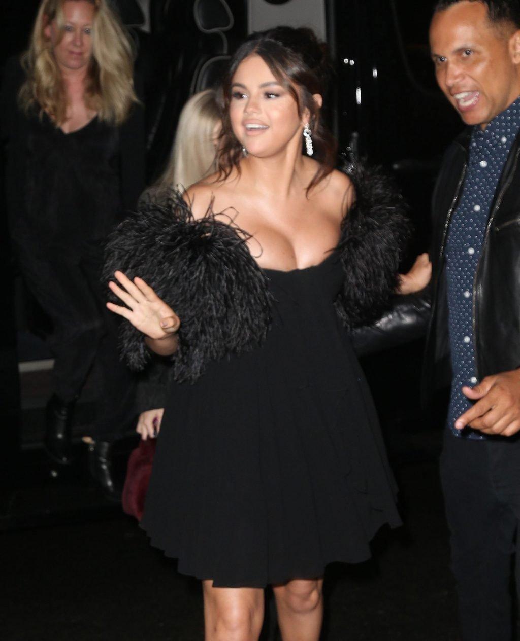 Selena Gomez Sexy (54 Photos)