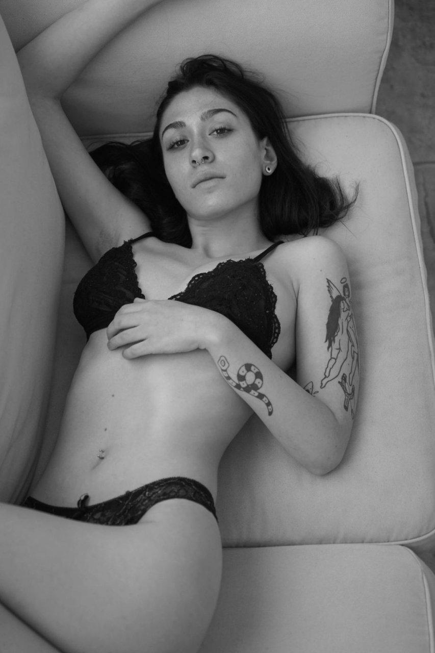 Shay Ray Nude & Sexy (24 Photos)
