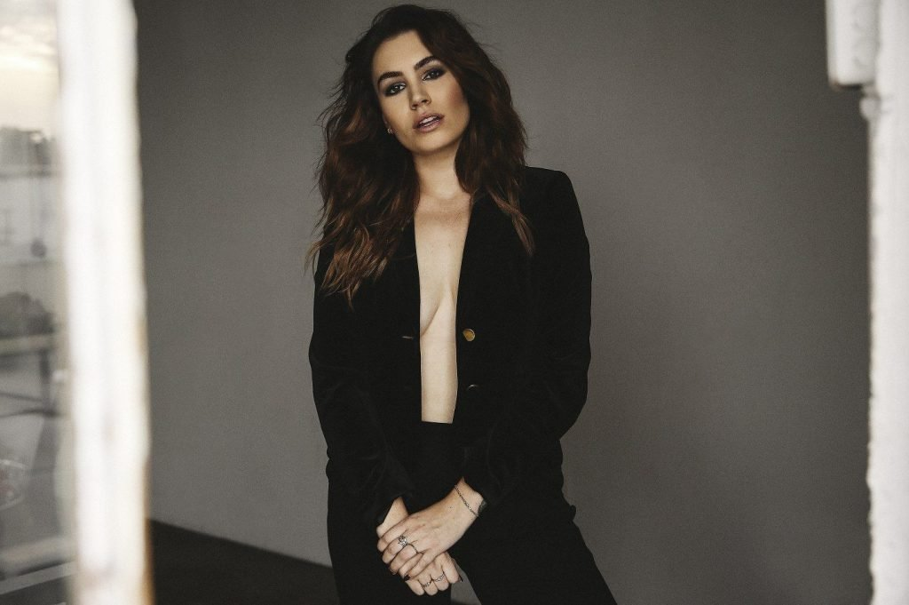 Sophie Simmons  nackt