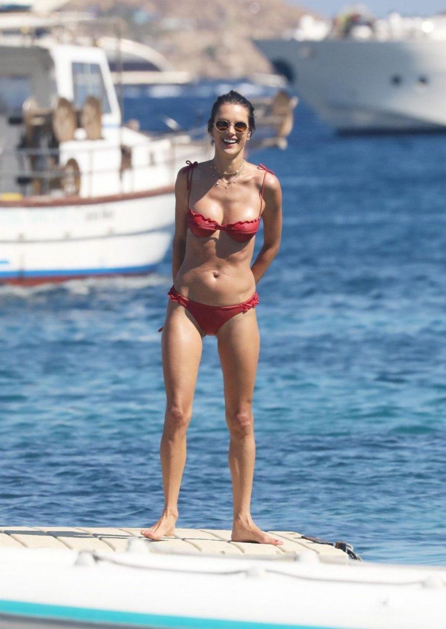 Alessandra Ambrosio Hot (23 Sexy Photos)