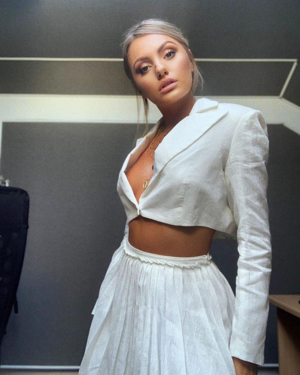 Alexandra Stan Sexy (34 Photos)