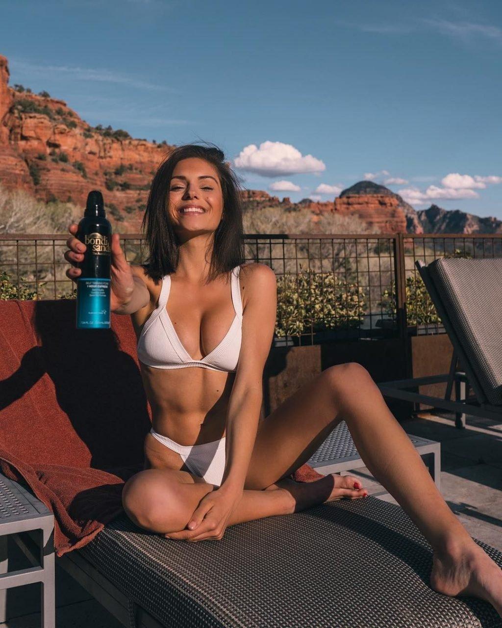 Alyssa Lynch  nackt