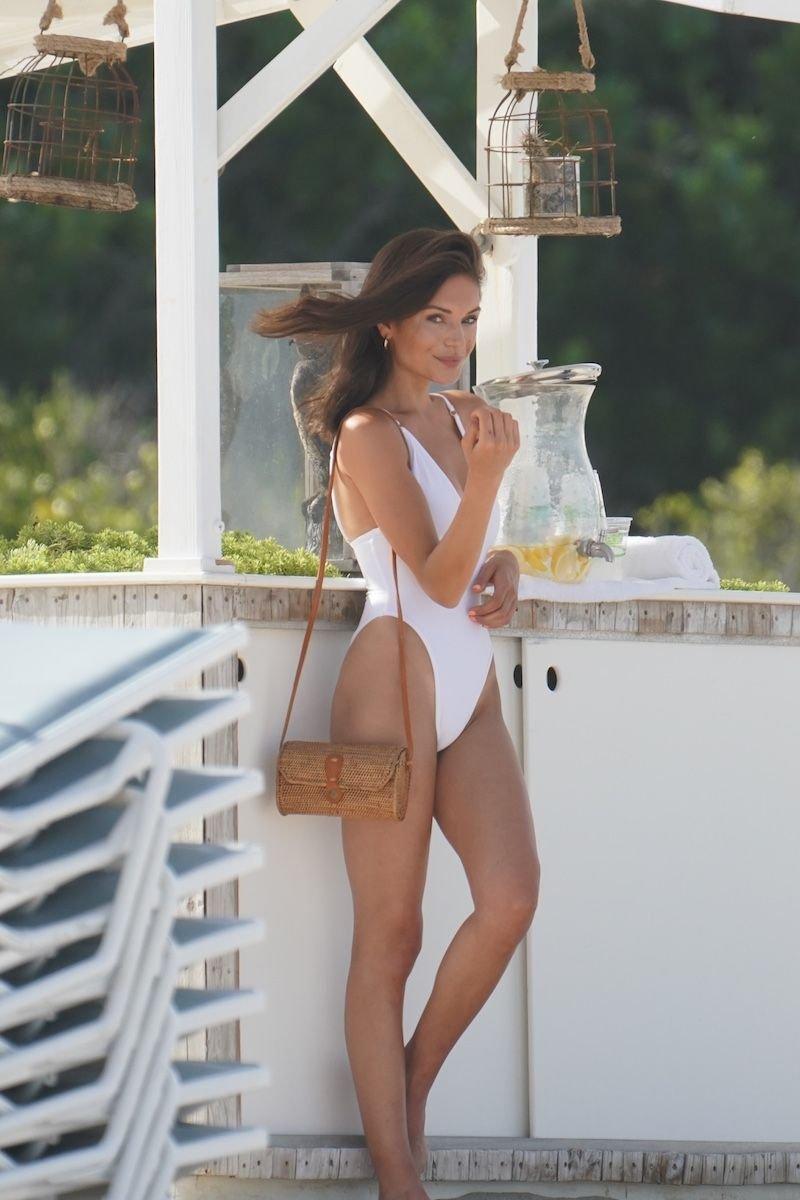 Alyssa Lynch Sexy (22 Photos)