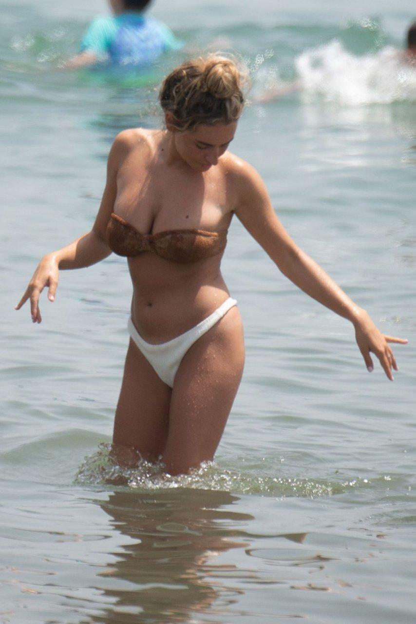Amber Davies Sexy (38 Photos)