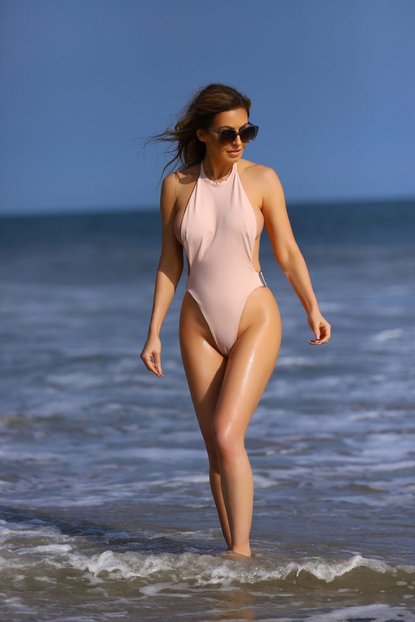 Ana Braga Hot (21 Photos)
