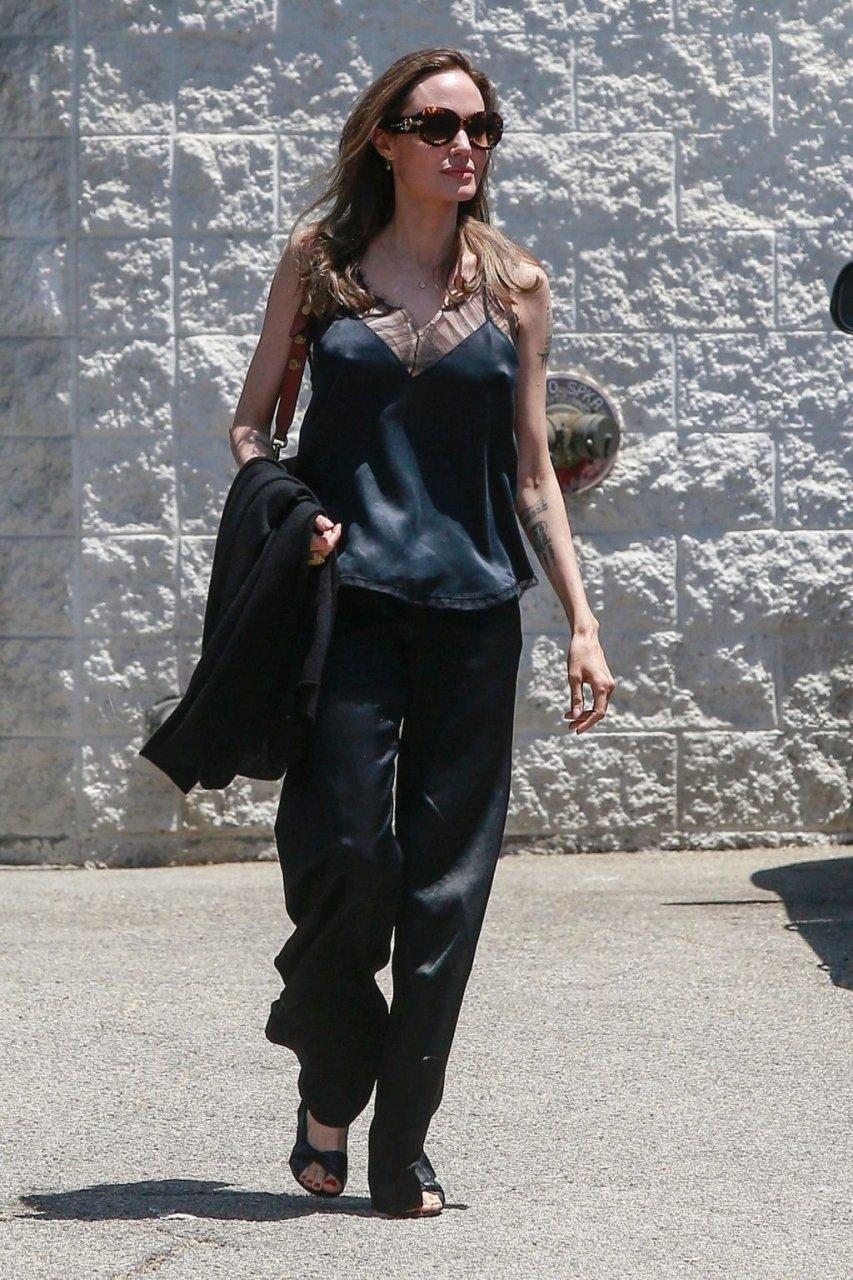 Angelina Jolie Sexy (21 Photos)