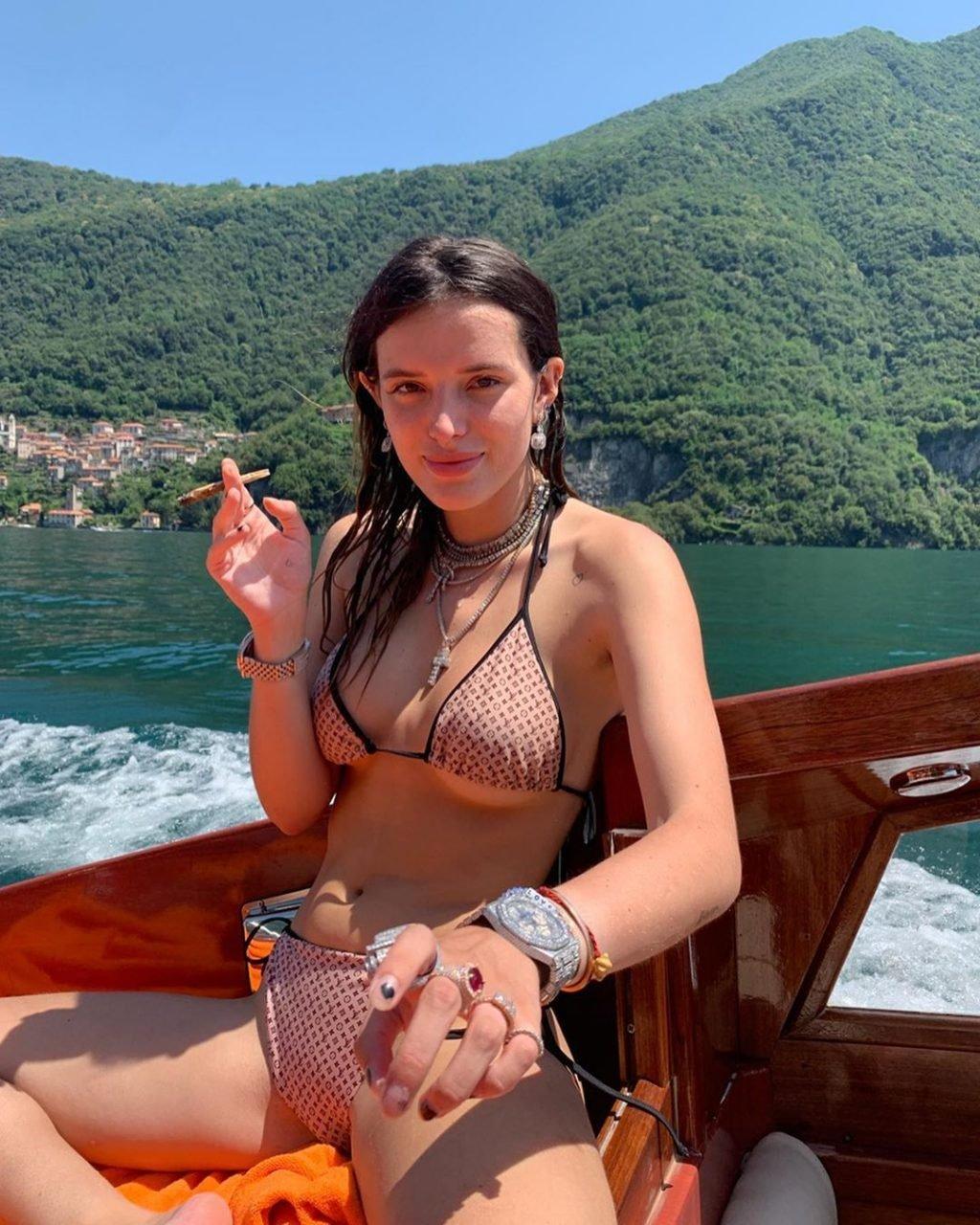 Bella Thorne Sexy (13 Photos + Video)
