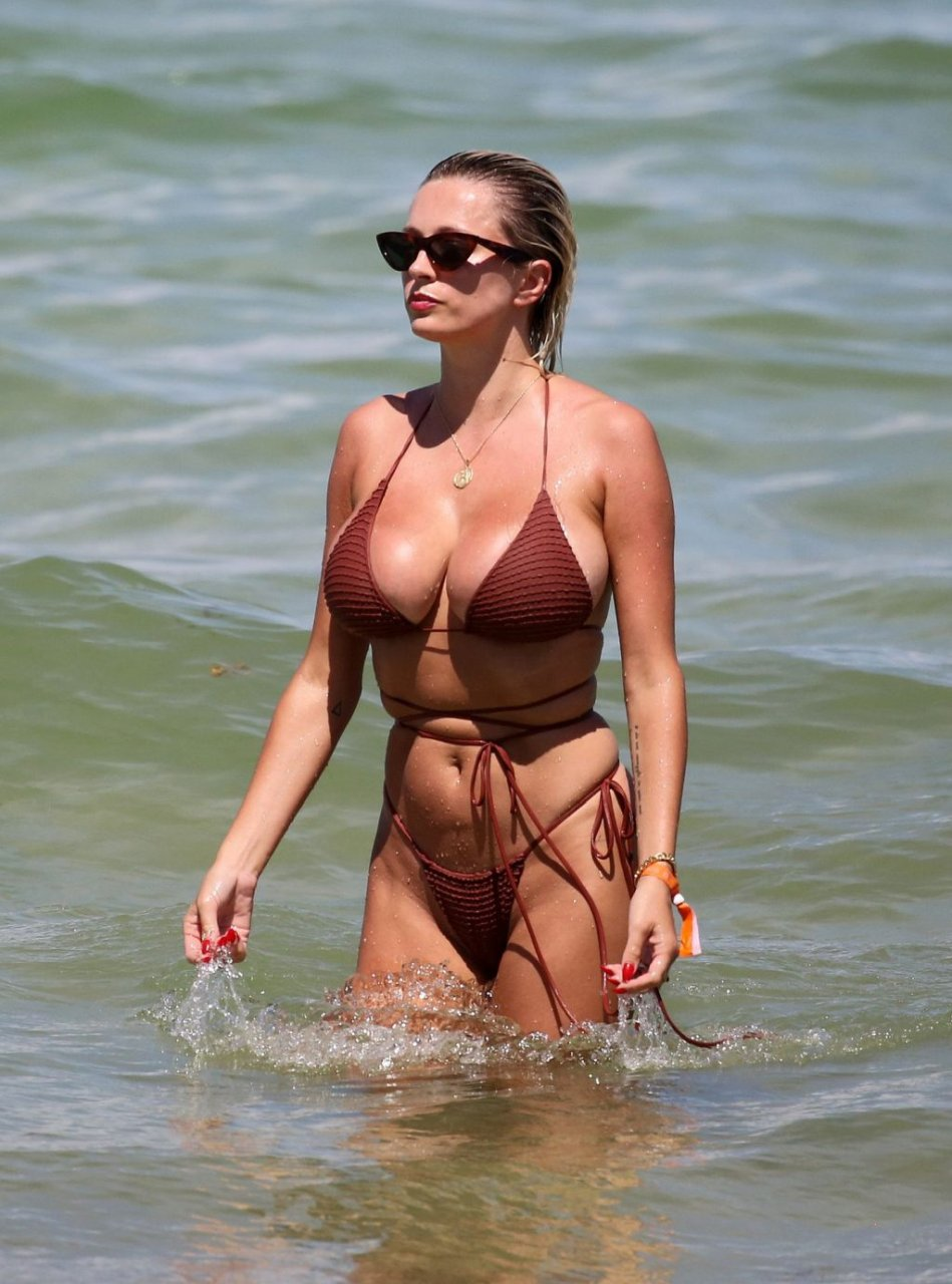 Caroline-Vreeland-Sexy-TheFappeningBlog.com-23-1024x1381.jpg