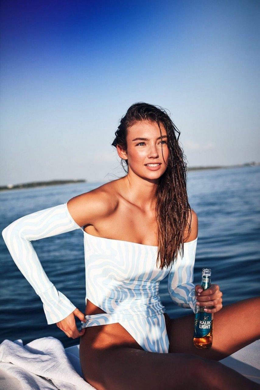 Devon Windsor, Lorena Rae Sexy (17 Photos)