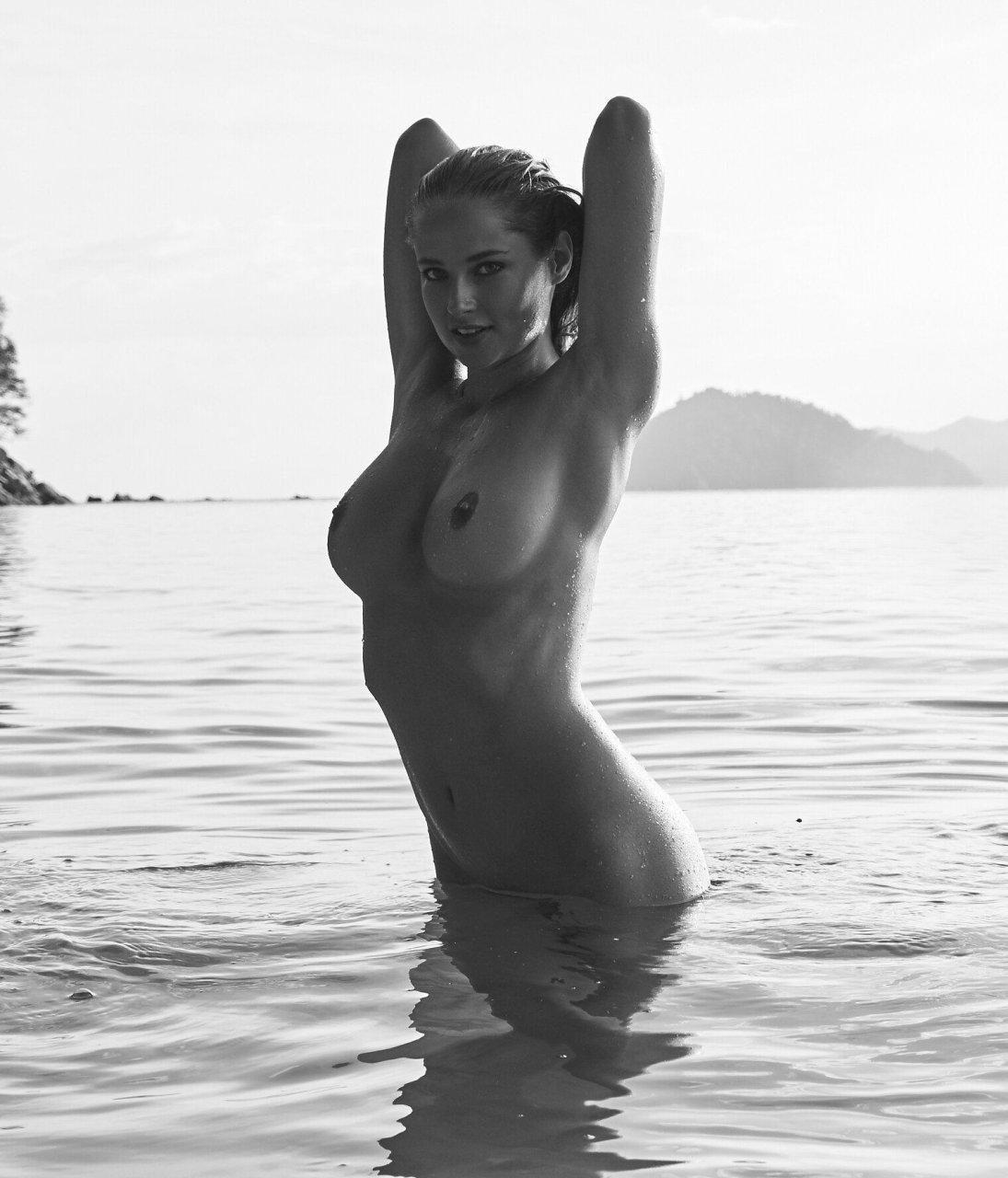Nude photos of genevieve gorder