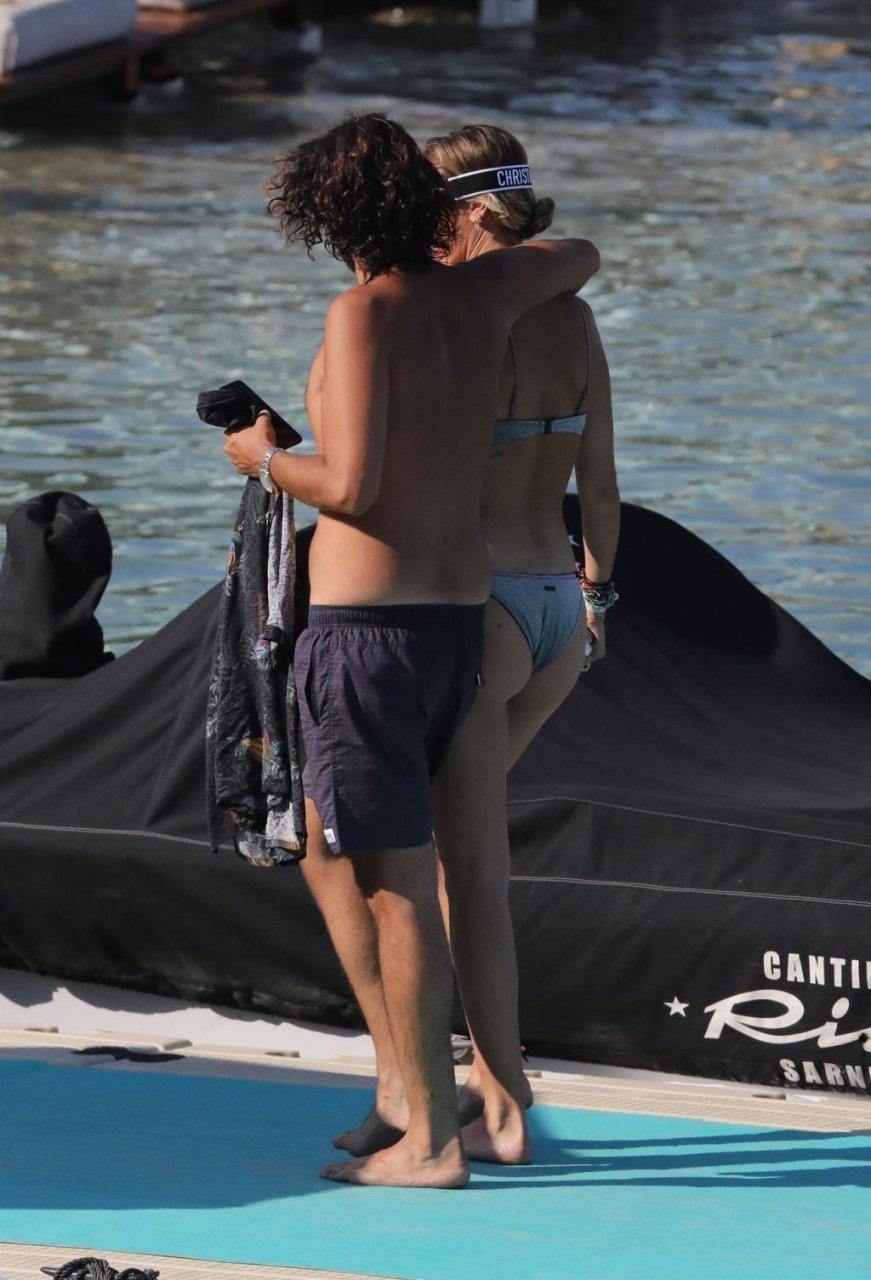 Gigi Hadid, Bella Hadid, Alana Hadid Sexy (90 Photos)