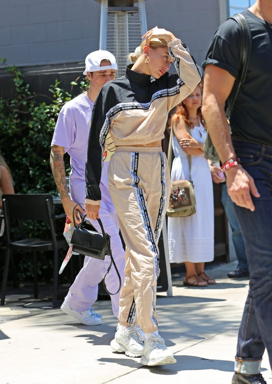 Hailey Bieber Sexy (12 Photos)