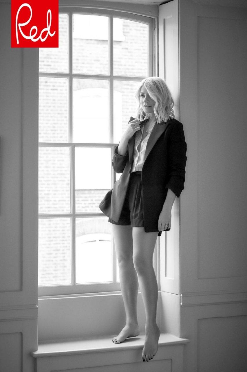 Holly Willoughby Sexy (5 Photos)