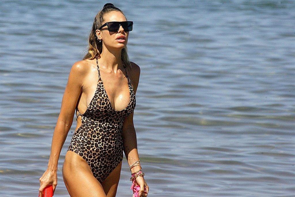 Ilary Blasi Sexy (14 Photos)
