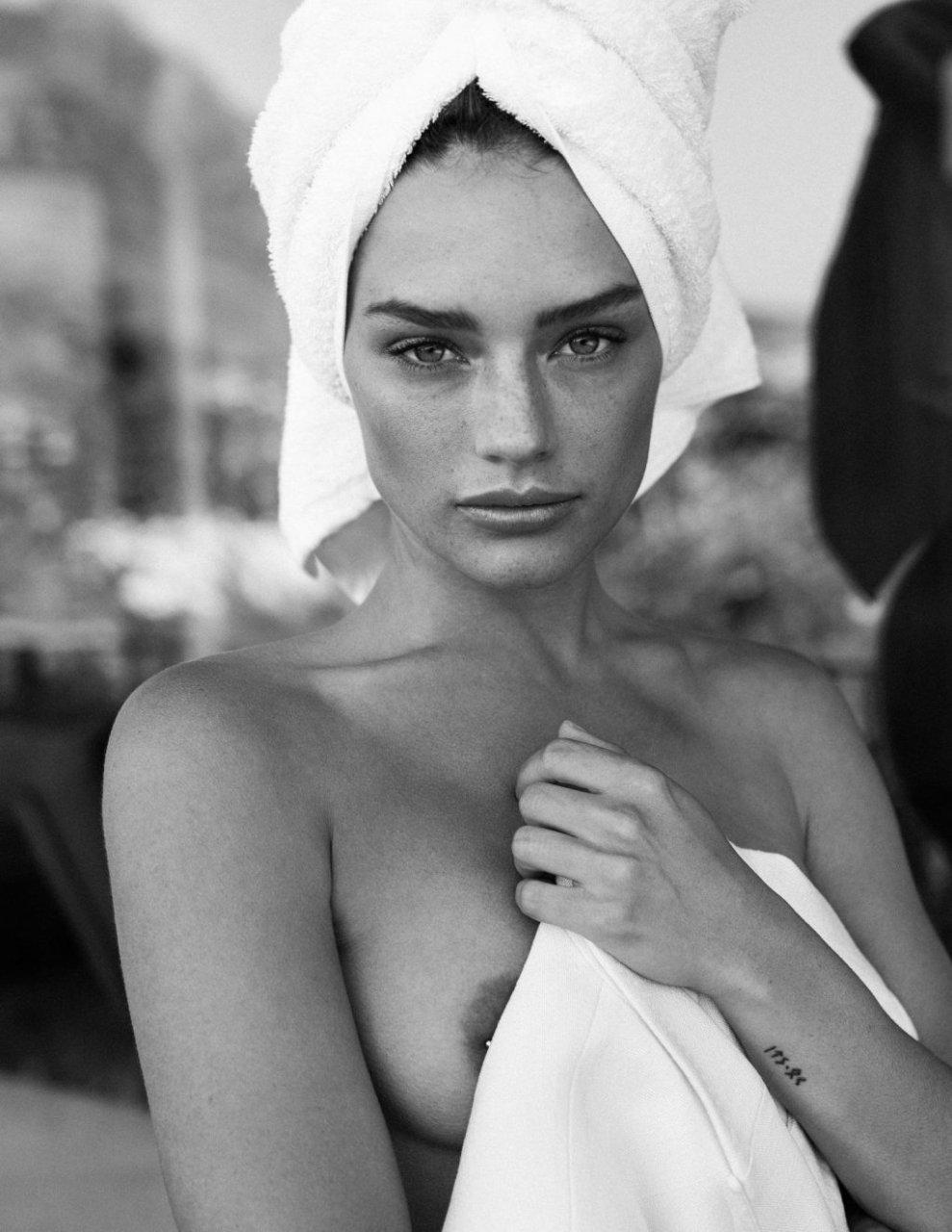 Jessica Lee Buchanan Topless & Sexy (8 Photos)