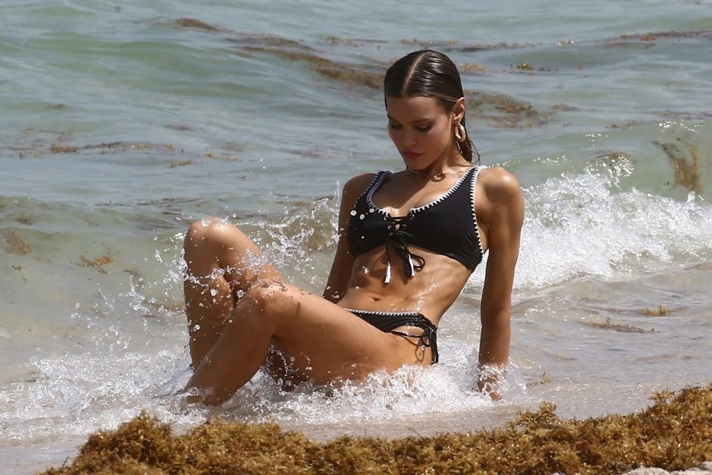 Joy Corrigan Sexy (26 Photos)