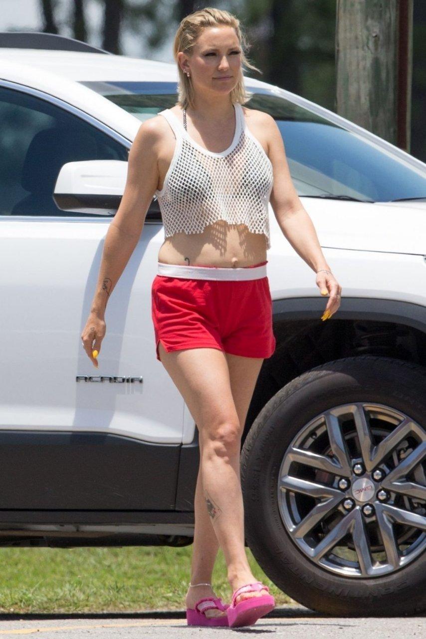 Kate Hudson Sexy (36 Photos)