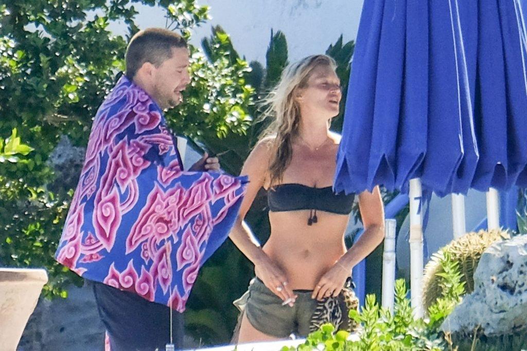 Kate Moss Hot (8 Photos)