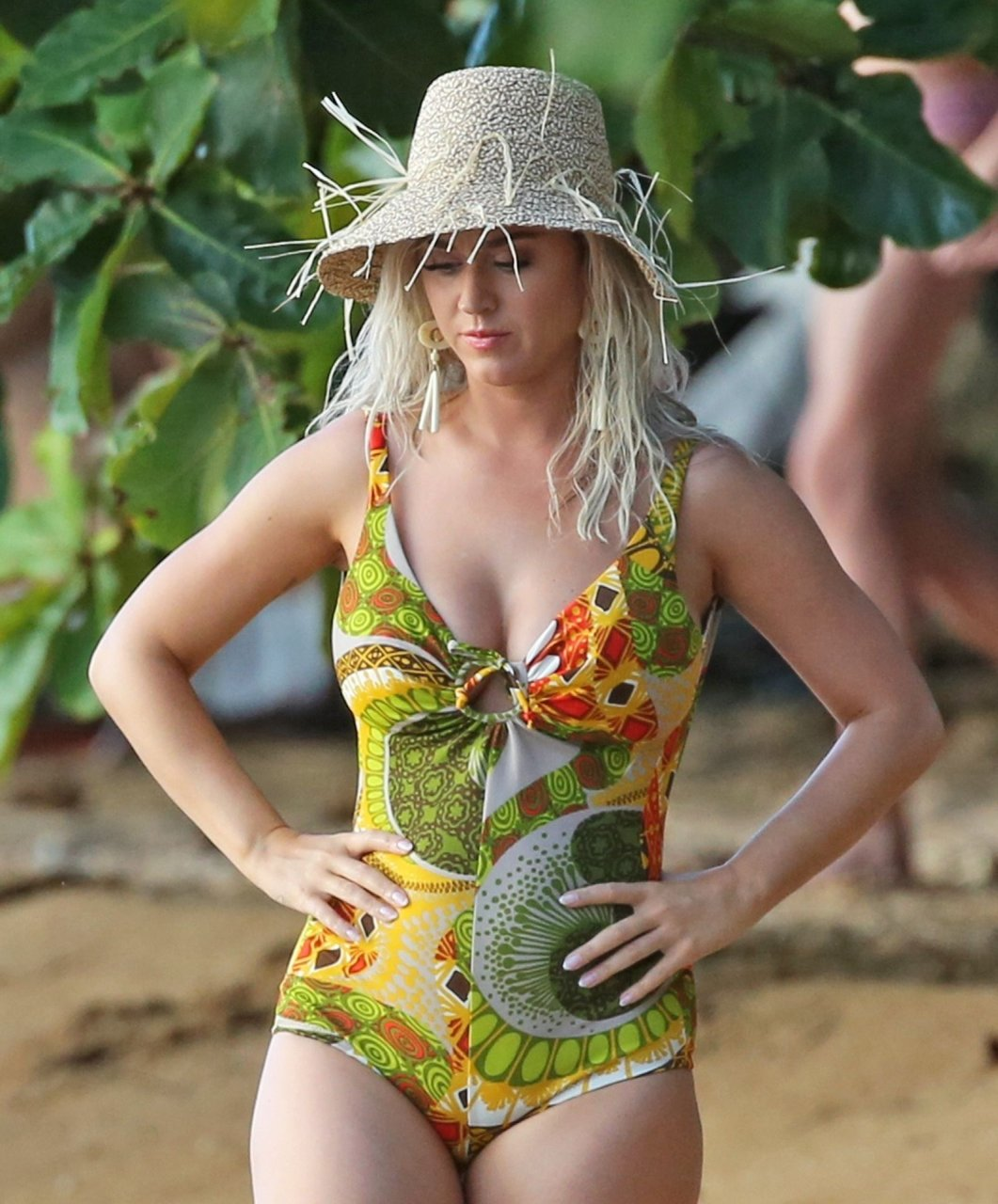 Katy Perry -another swimsuit for her music video in Hawaii 7-2-19