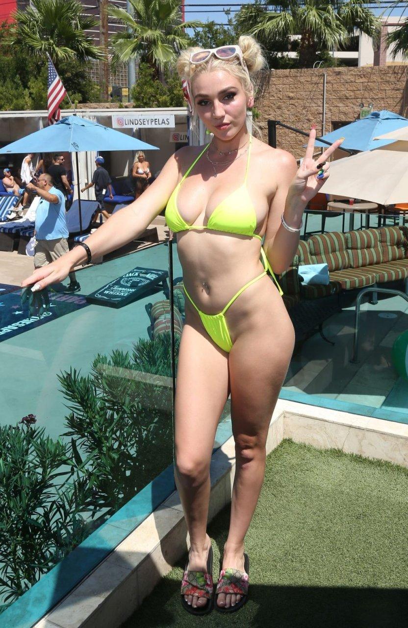Kendra Sunderland Sexy (30 Photos)