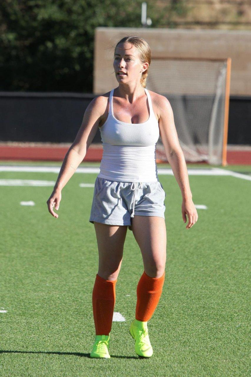 Kendra Wilkinson Sexy (18 Photos)