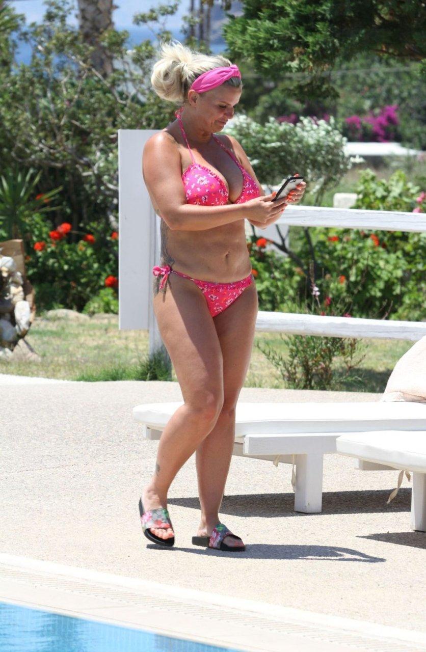 Kerry Katona Hot (56 Photos)