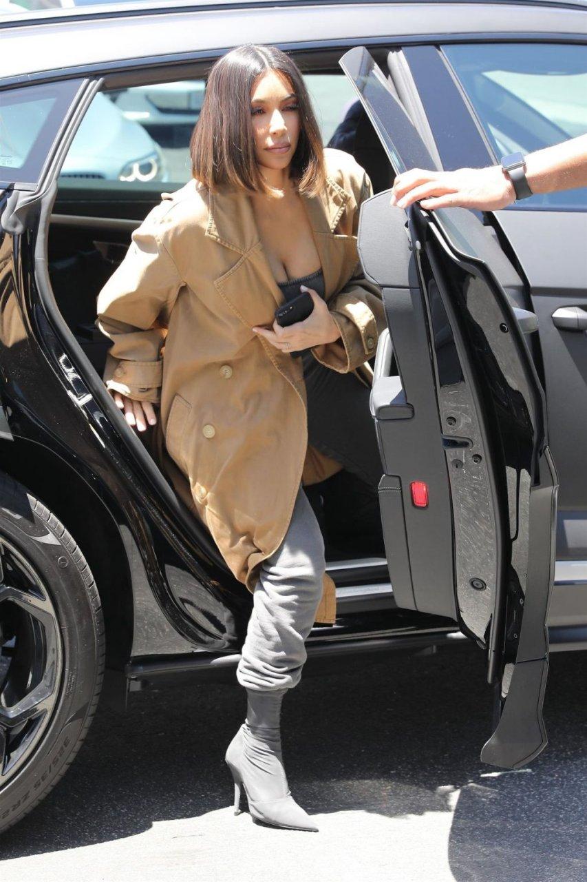 Kim Kardashian Sexy (39 Photos)