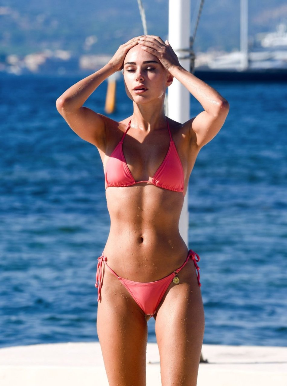 Kimberley Garner Sexy (26 Photos)