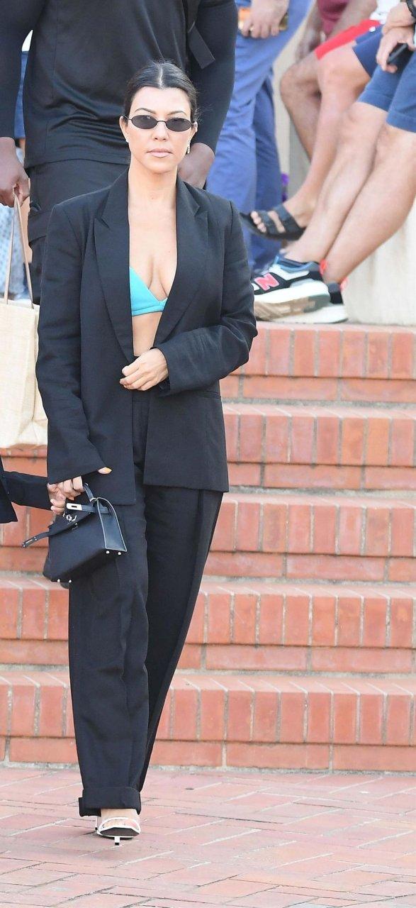 Kourtney Kardashian Sexy (36 Photos)