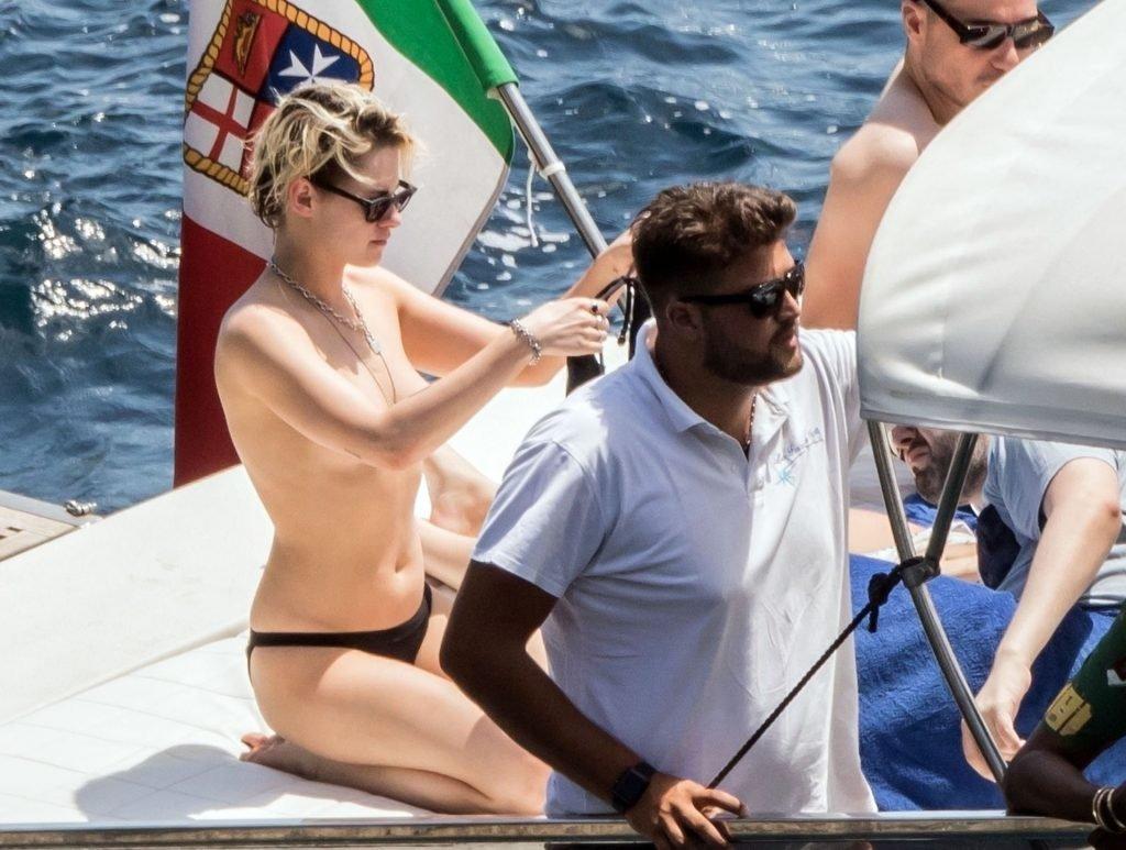 Kristen Stewart Sexy & Topless (53 Photos)