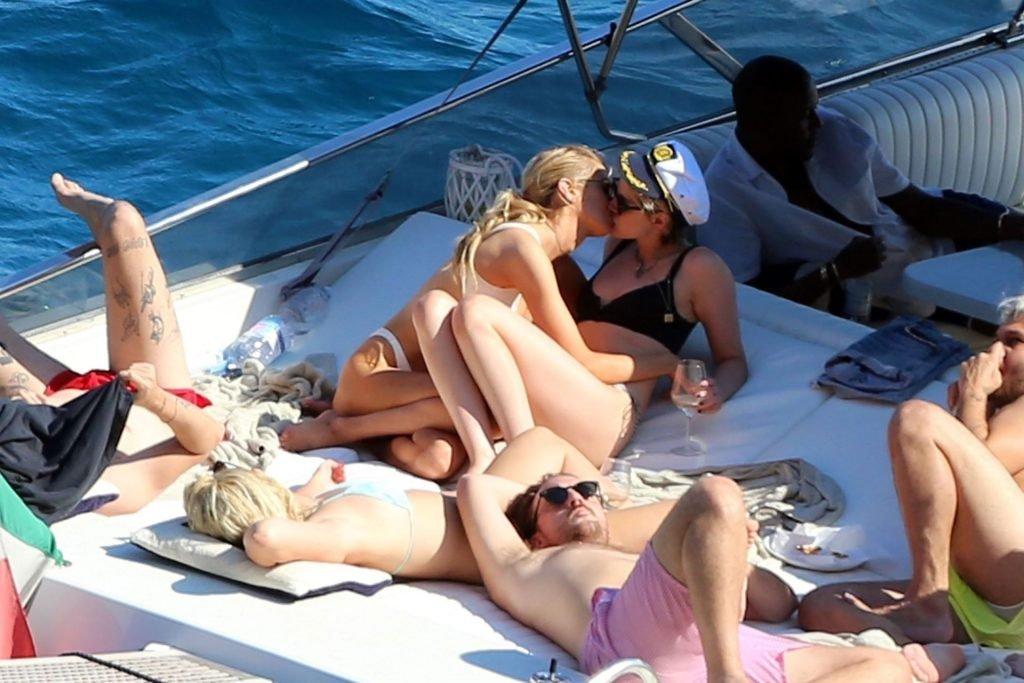 Sexy Lesbians Kristen Stewart & Stella Maxwell (50 Photos)