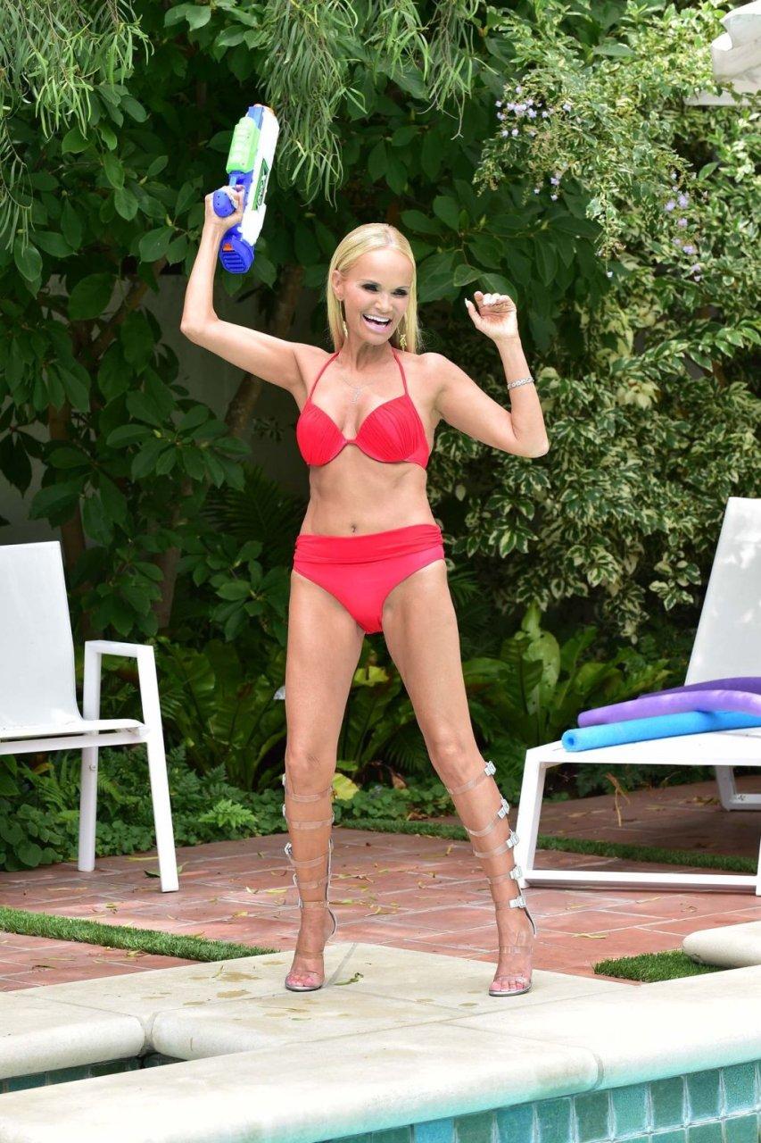 Kristin Chenoweth Sexy (42 Photos)