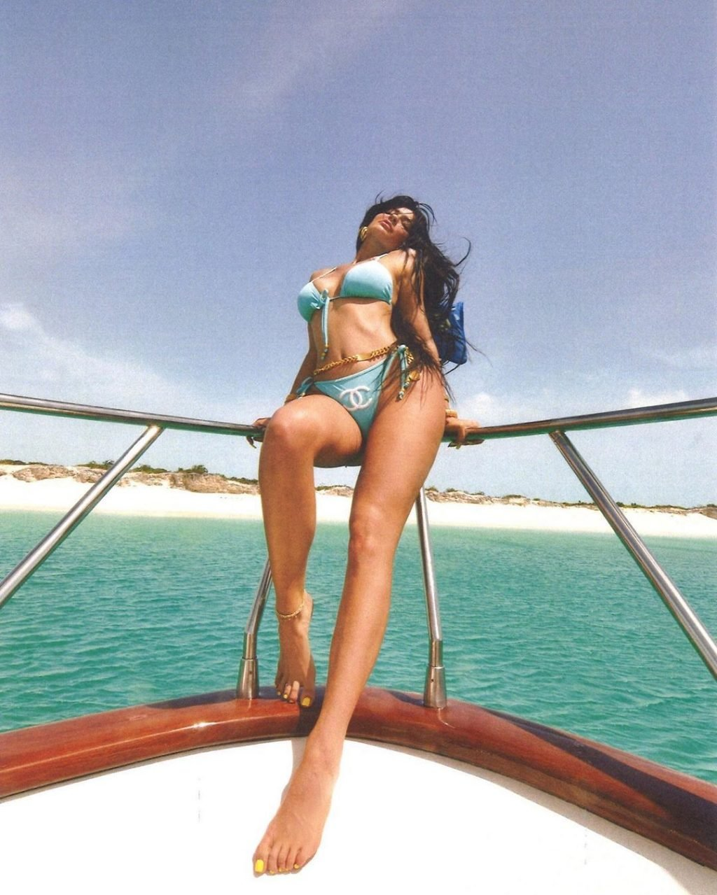 Kylie Jenner Sexy (29 Photos + Video)