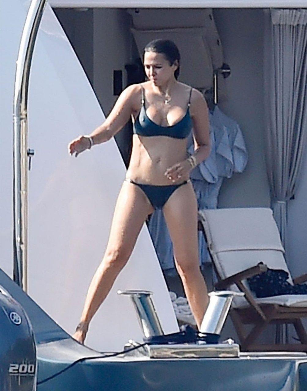 Luciana Barroso Sexy (21 Photos)