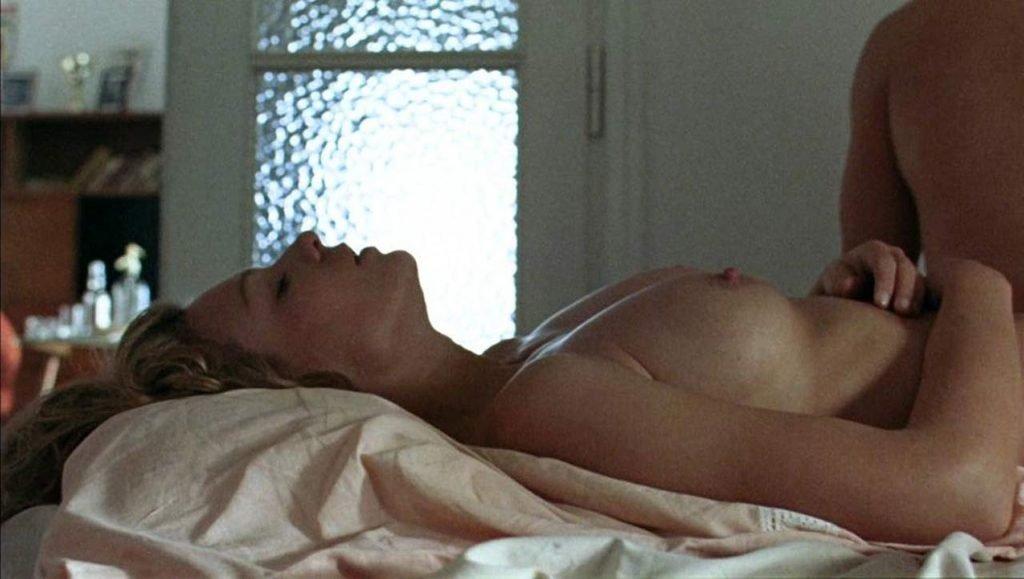 Magdalena Boczarska Nude Sex Scene – Rózyczka (4 Pics + GIF & Video)