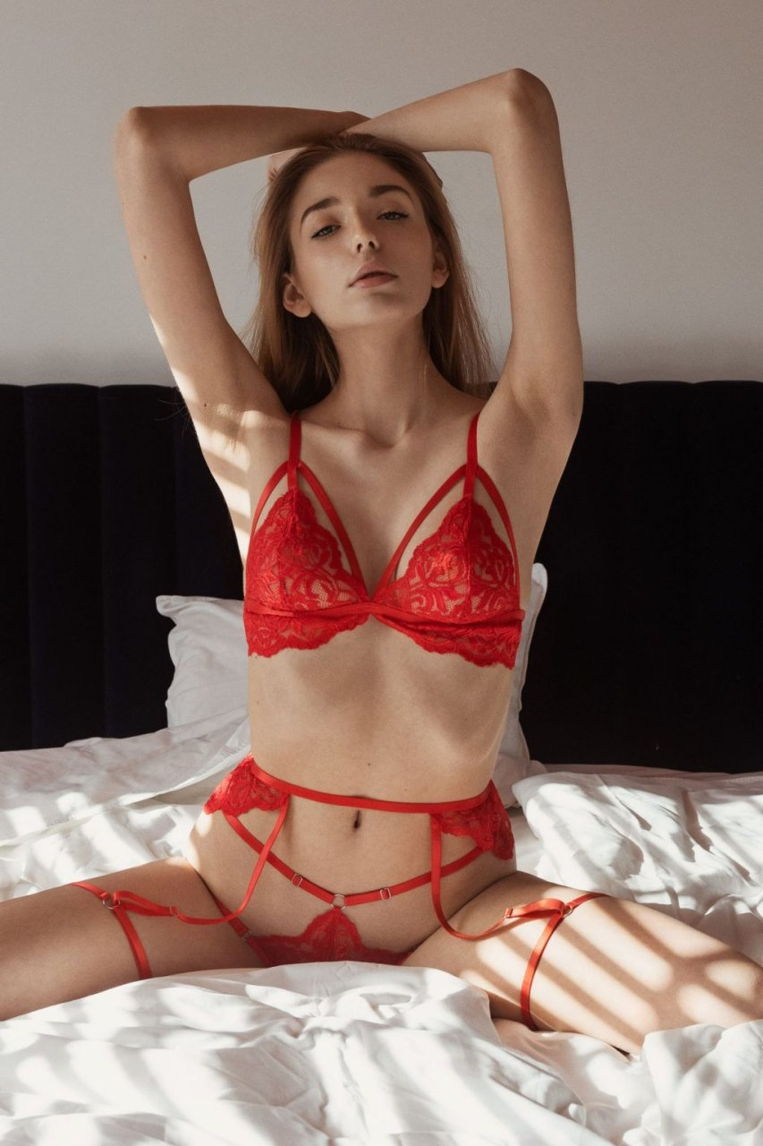 Magdalena Garbowska Nude & Sexy (15 Photos)