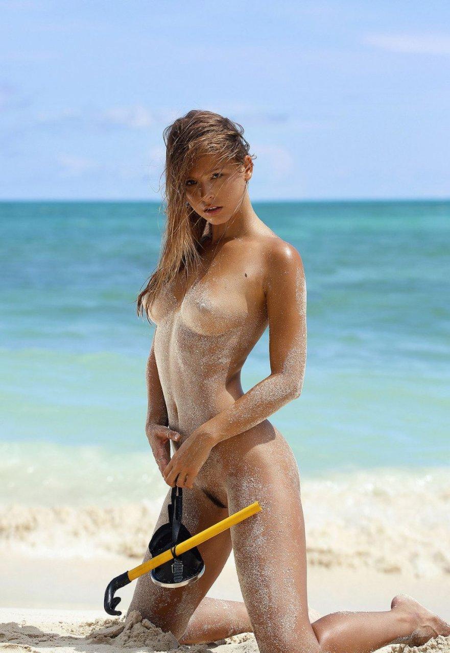 Marisa-Papen-Nude-Sexy-TheFappeningBlog.com-5-1024x1487.jpg